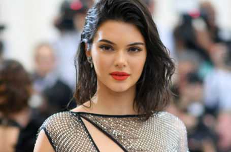Here's How Kendall Jenner Does Her 2-Minute Supermodel Face