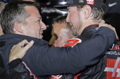 Kurt Busch wins wreck-crammed Daytona 500 with last-lap bypass