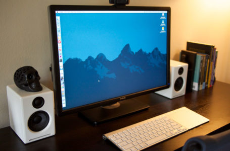 Tanding table, favorite apps, Mac setup, and greater